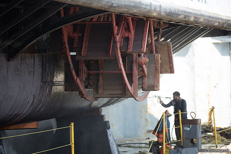 Toronto ferry Trillium self-feathering paddle wheel with worker for scale