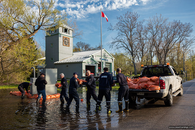Firemen sandbag a sewage pumping station, Ward's Island, Toronto Islands