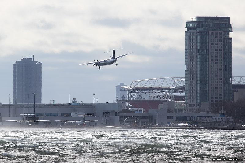 Porter Q400 aborted landing, Billy Bishop Airport, Toronto Islands