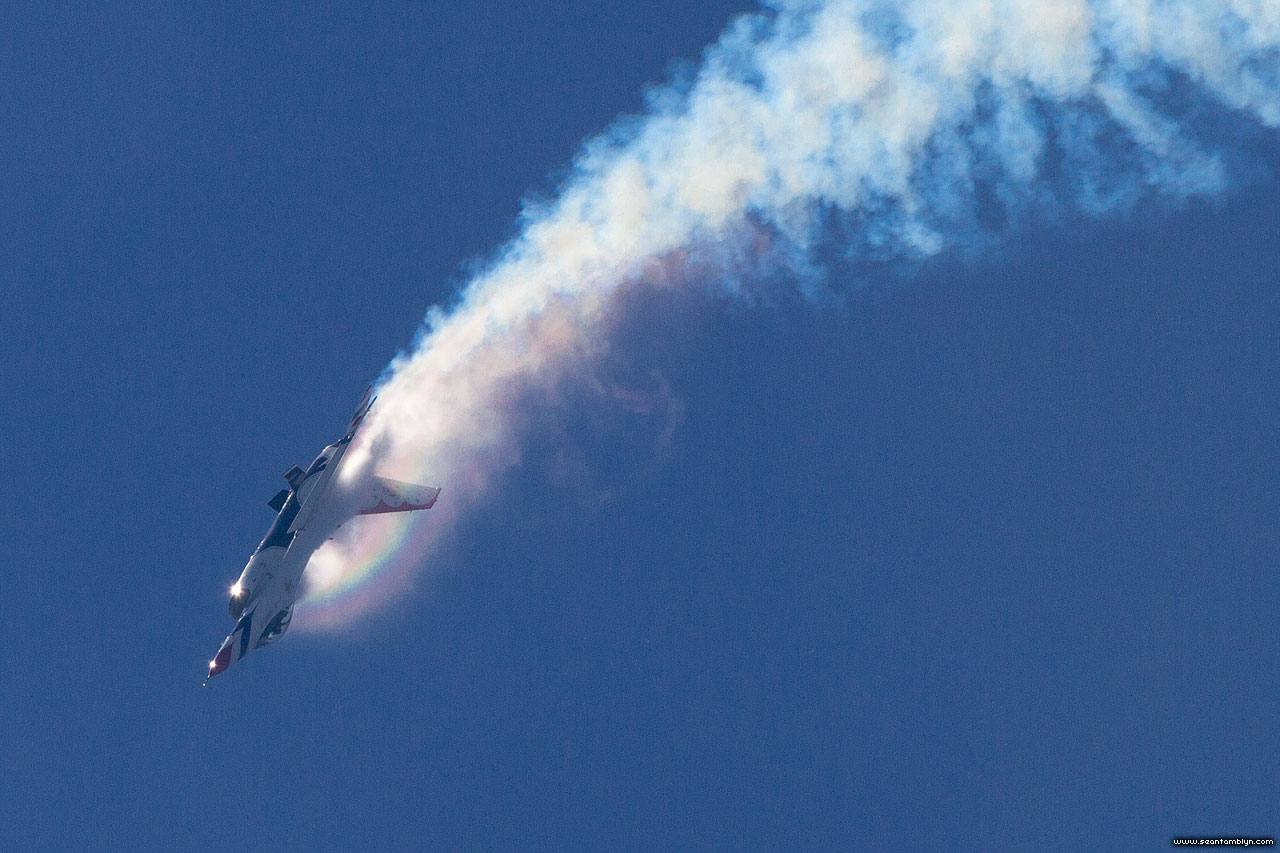 Condensation rainbow on USAF Thunderbird F-16, CIAS 2018, Canadian International Air Show 2018