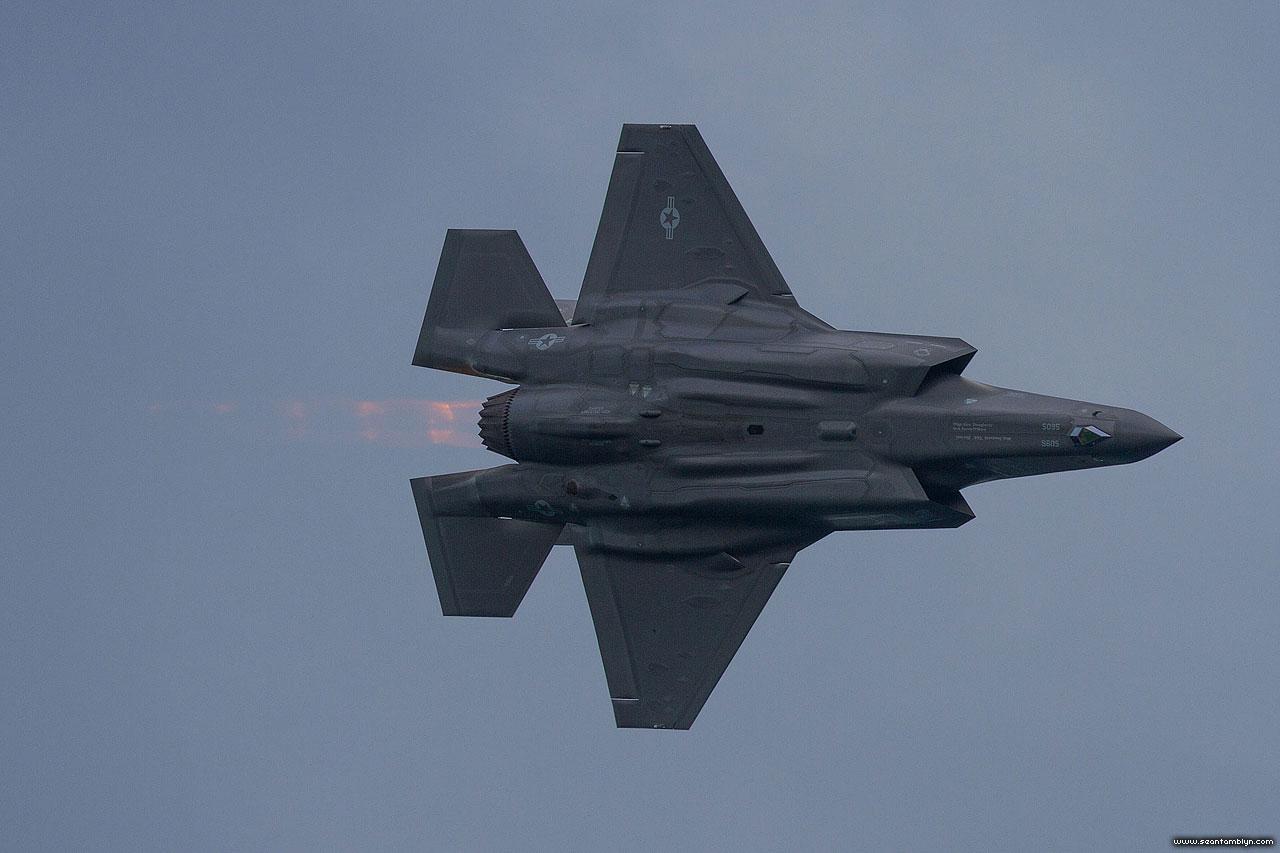 Mach diamonds underneath F-35, CIAS 2018, Canadian International Airshow 2018