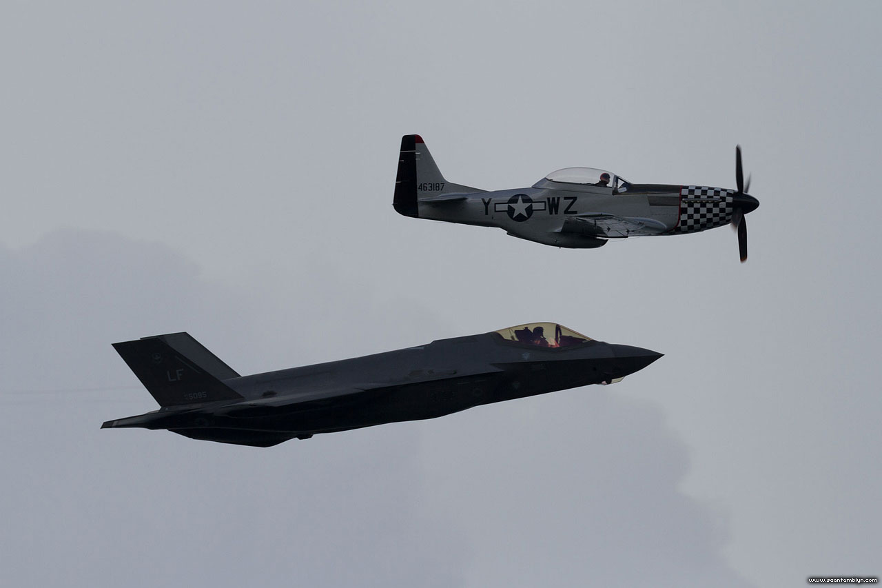 F-35 and P-51 heritage flight close formation, CIAS 2018, Canadian International Air Show 2018
