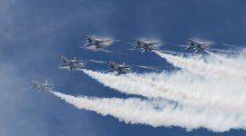 Condensation forming on USAF Thunderbird F-16s flying in formation, CIAS 2018, Canadian International Air Show 2018